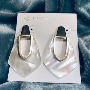 Kendra Scott Kensley Earring Ivory Mother of Pearl